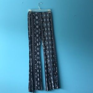 Flow pants. Innate detailing.